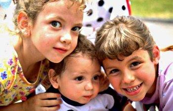 дети, девочки, малыши, смеются, семья, сестры, братья