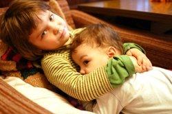 Почему ссорятся два ребенка в семье?