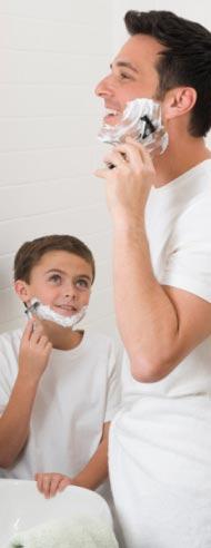 Подросток начинает бриться