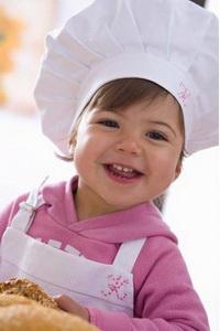 Учим малышку кулинарному искусству с 3 лет