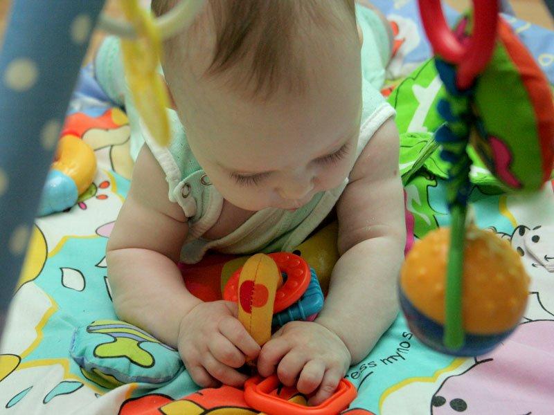 Игрушки для младенцев и их назначение