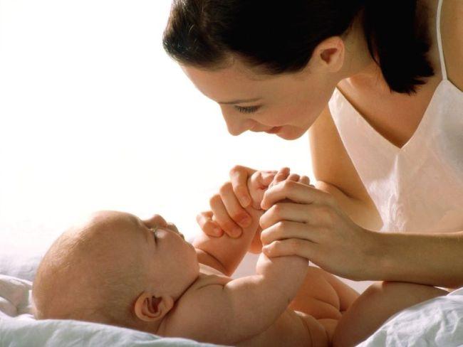 Прикосновение мамы - знак нежности для младенца