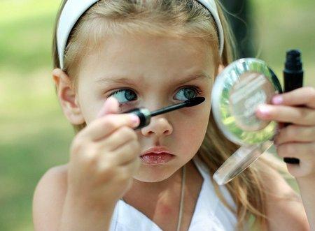 Дети и косметика: как разговаривать с детьми о косметике?